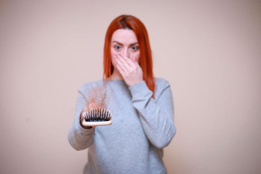 Porque o cabelo cai mais no outono? Entenda o porquê.